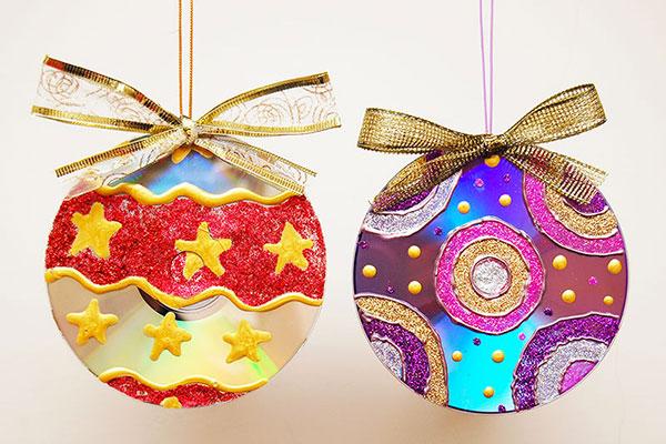 Come creare delle palline di Natale con CD riciclati
