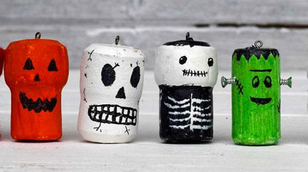 Come creare personaggi di Halloween con tappi di sughero