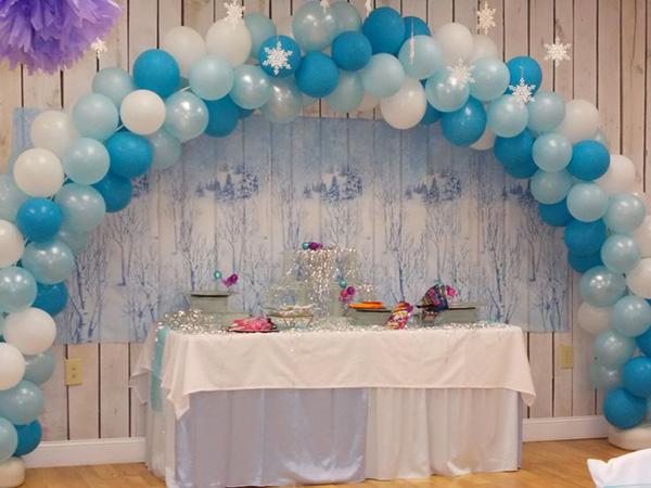 Decorazioni con palloncini per festa a tema Frozen