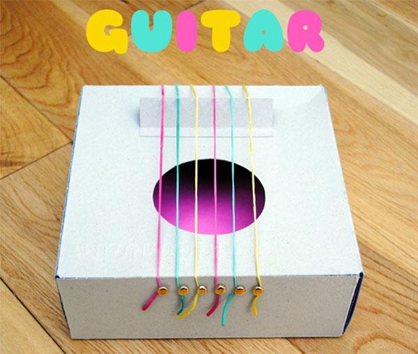 Come creare una chitarra con una scatola di cartone