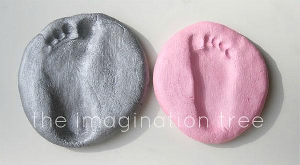 Come creare le impronte dei piedi con la pasta di sale