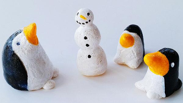 Pinguini creati con la pasta di sale come decorazione natalizia
