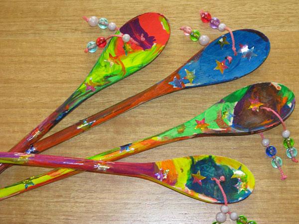 Come creare dei Tamburi Den Den con cucchiai di legno