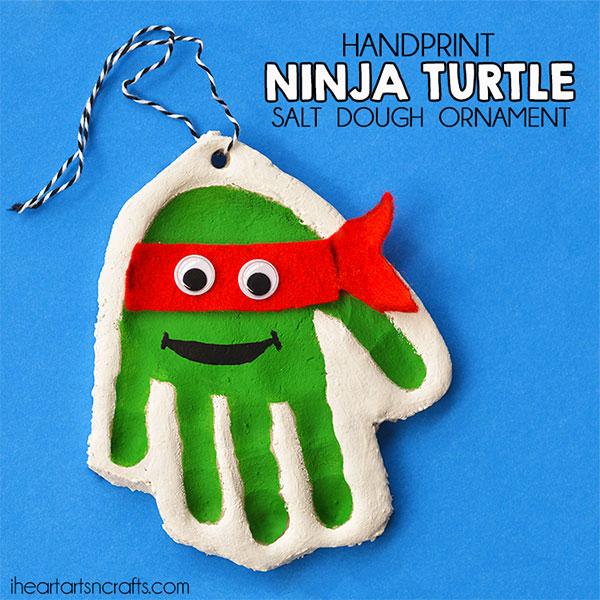 Come creare una tartaruga ninja con l'impronta di una mano con la pasta di sale