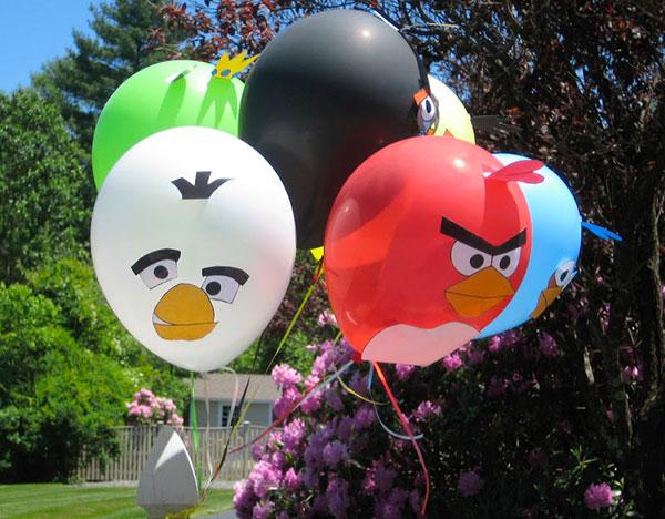 Angry Birds creati con palloncini