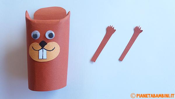 Zampette dello scoiattolo create con cartoncino colorato