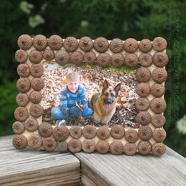 Cornice per foto decorata con le ghiande
