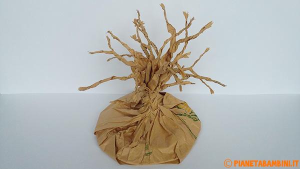 Rami dell'albero autunnale di carta