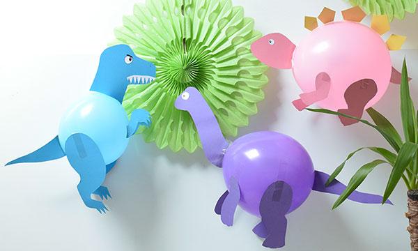 Dinosauri creati con palloncini