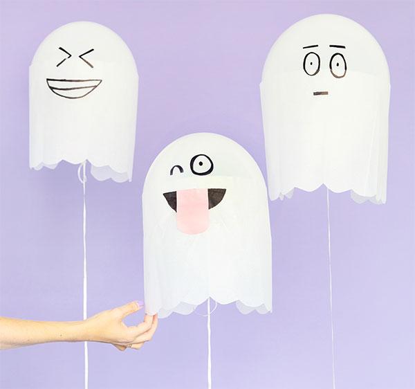 Simpatici fantasmi creati con palloncini