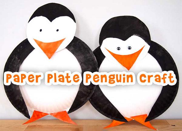Pinguini creato con piatti di plastica