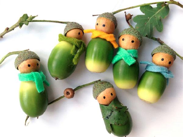 Come creare delle bambole con le ghiande