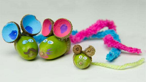Topolini creati con ghiande decorate