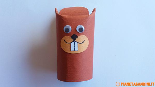 Viso dello scoiattolo decorato con cartoncino e occhi finti