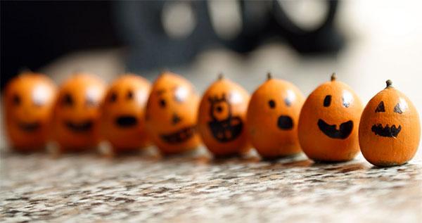 Zucche di Halloween create con le ghiande