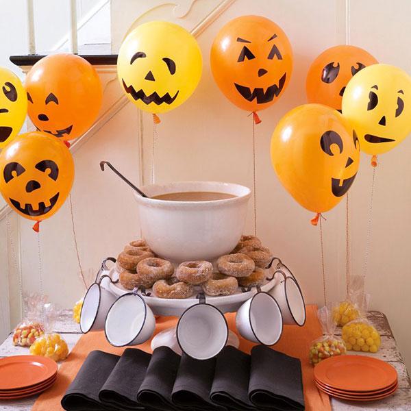 Zucche di Halloween create con palloncini