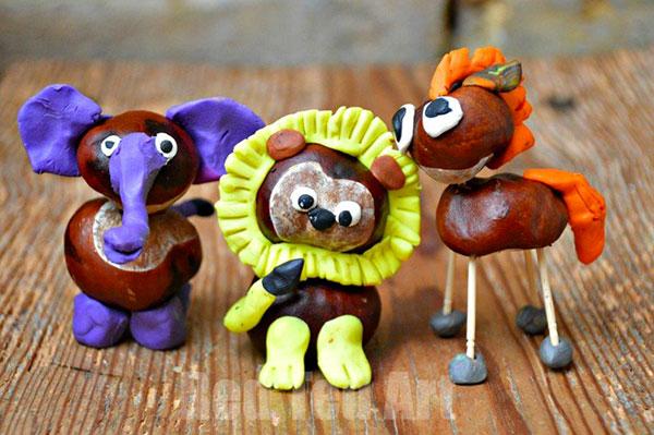 Animali creati con castagne e plastilina