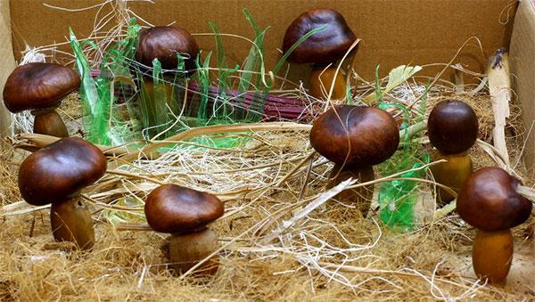 Lavoretto autunnale funghi con castagne e ghiande