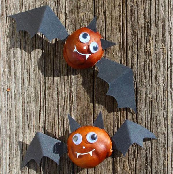 Pipistrelli creati con castagne e cartoncino