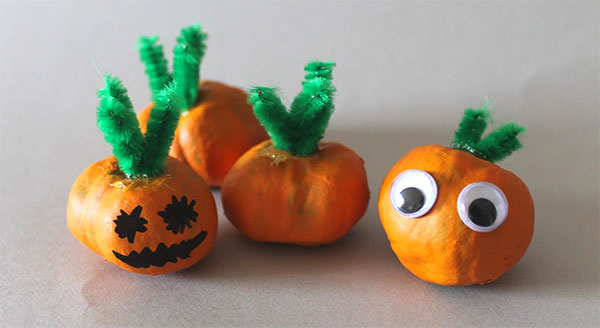 Zucche di Halloween create con le castagne