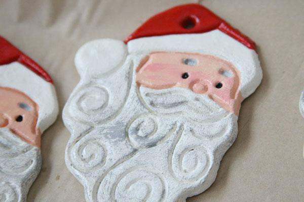 Volto di Babbo Natale creato con la pasta di sale
