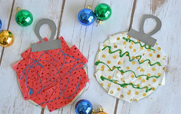 Decorazioni natalizie create con vecchi CD e carta per bambini