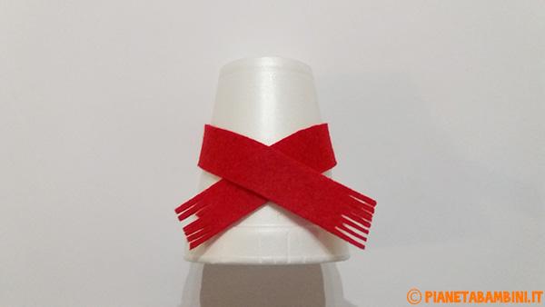 Come applicare la sciarpa in feltro ai pupazzi di neve