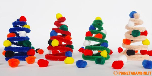 Come creare un alberello di Natale usando solo uno scovolino e pon pon