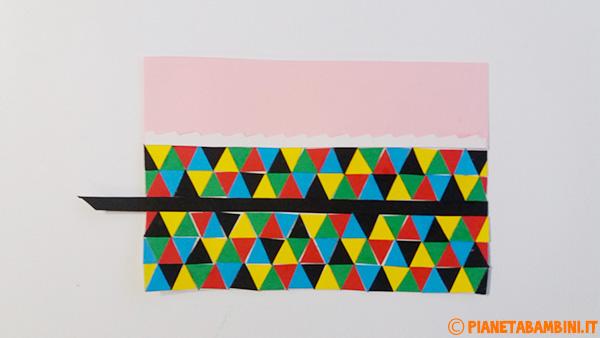 Creazione del corpo di Arlecchino con rotolo di carta e cartoncino