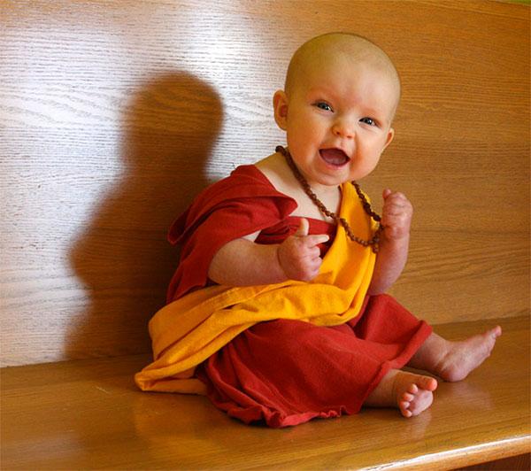 Costume per neonato fai da te da Dalai Lama