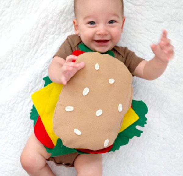 Costume per neonato fai da te da hamburger