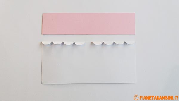 Rivestimenti per la creazione del corpo di Pulcinella con rotolo di carta