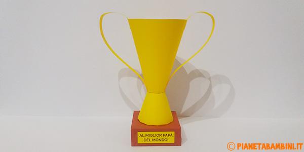 Coppa di cartoncino creata come lavoretto per la festa del papà