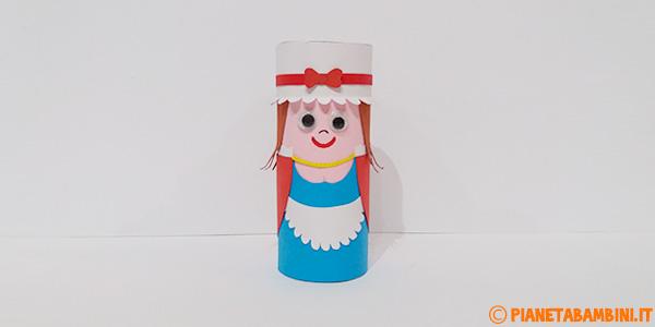 Colombina creata con rotolo di carta e cartoncini come lavoretto di Carnevale
