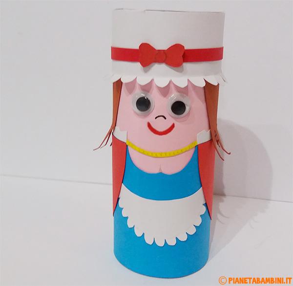 Colombina creata con fine rotolo di carta come lavoretto per bambini