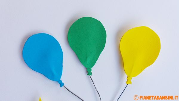 Aggiunta dei palloncini al lavoretto del pagliaccio