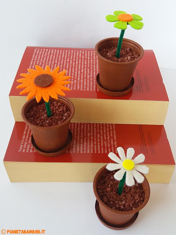 Lavoretto per bambini dedicati ai fiori di feltro
