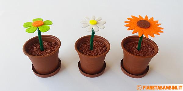 Come creare dei fiori in feltro in vasetti di plastica come lavoretto per bambini