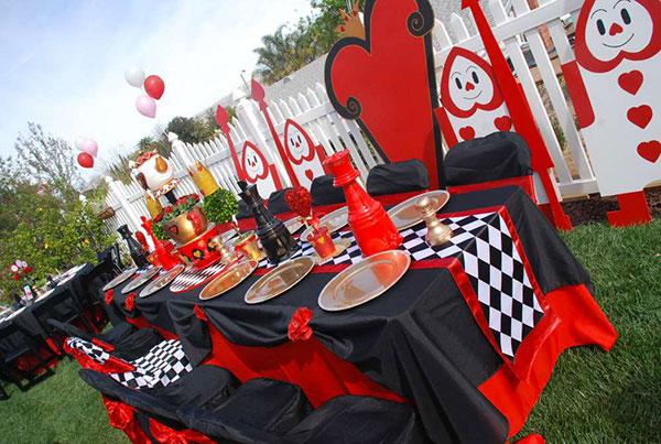 Idee per una festa a tema Alice nel paese delle meraviglie per bambini