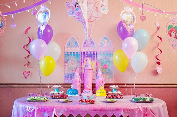 Idee per organizzare una festa a tema principesse Disney per bambine