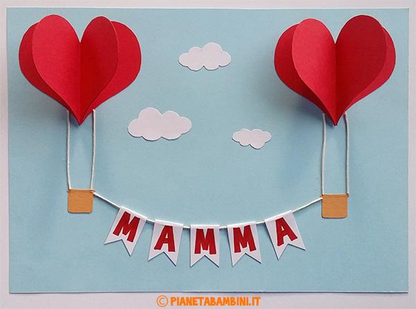 Mongolfiere a forma di cuore e scritta per la festa della mamma