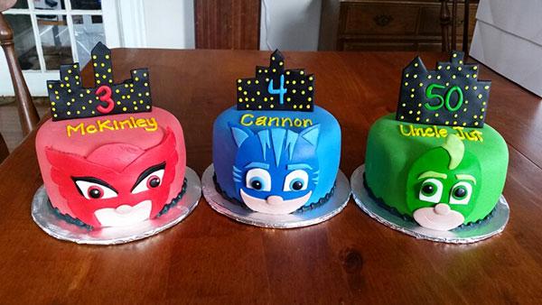 Torta dei PJ Masks con decorazioni in pasta di zucchero n.14