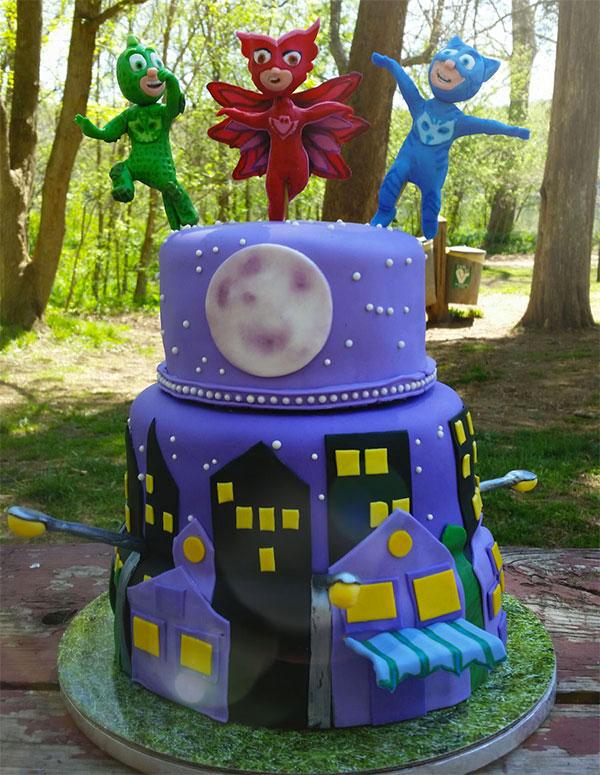 Torta dei PJ Masks con decorazioni in pasta di zucchero n.31