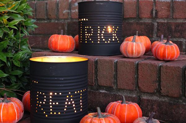 Come creare delle lanterne di Halloween fai da te con barattoli di metallo
