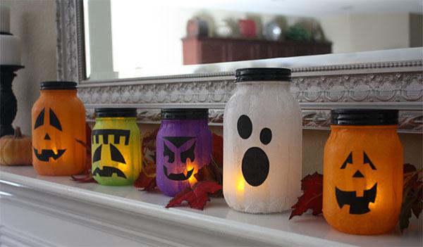 Come creare delle lanterne di Halloween con barattoli di vetro