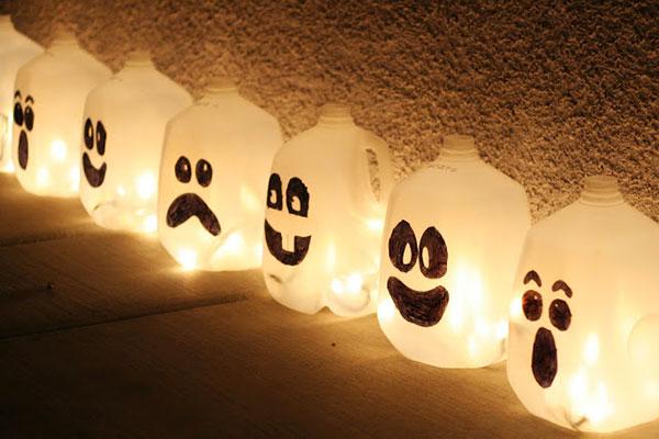 Come creare delle lanterne di Halloween fai da te con flaconi di plastica