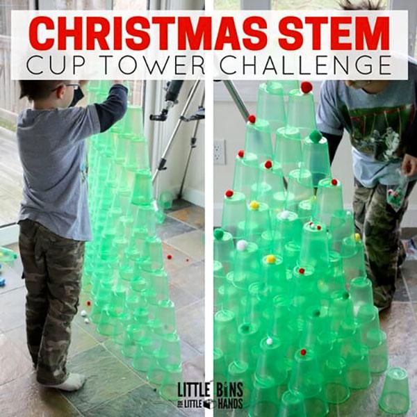 Come creare un albero di Natale con bicchieri di plastica