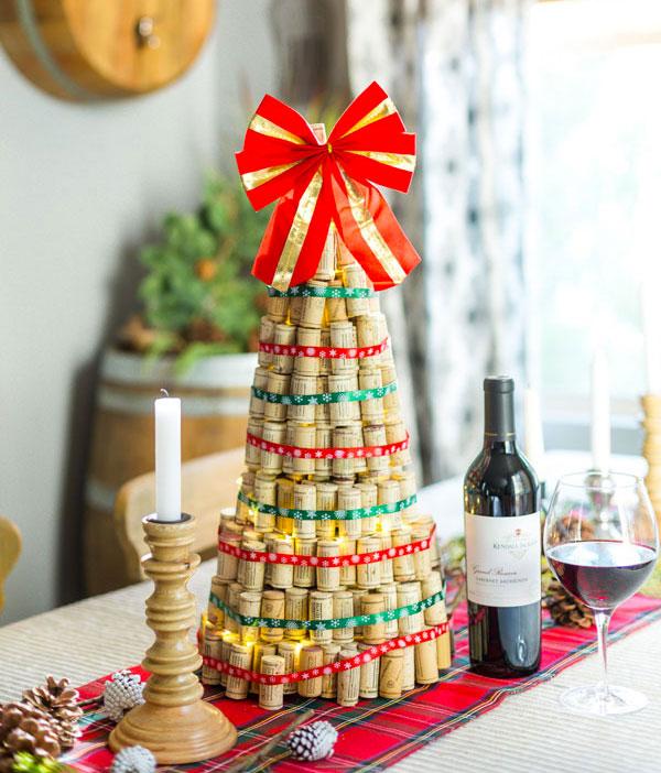 Modello di albero di Natale con tappi di sughero n.17
