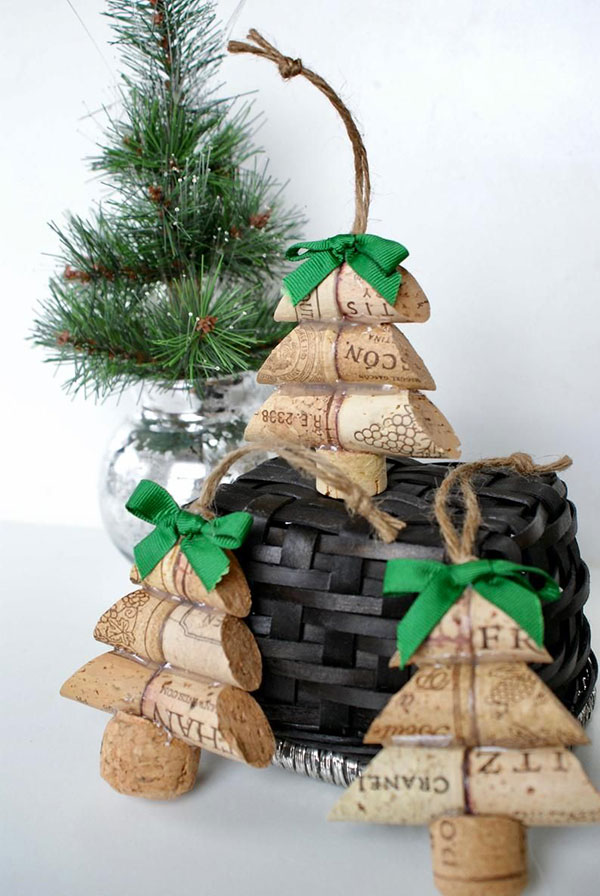 Modello di albero di Natale con tappi di sughero n.19