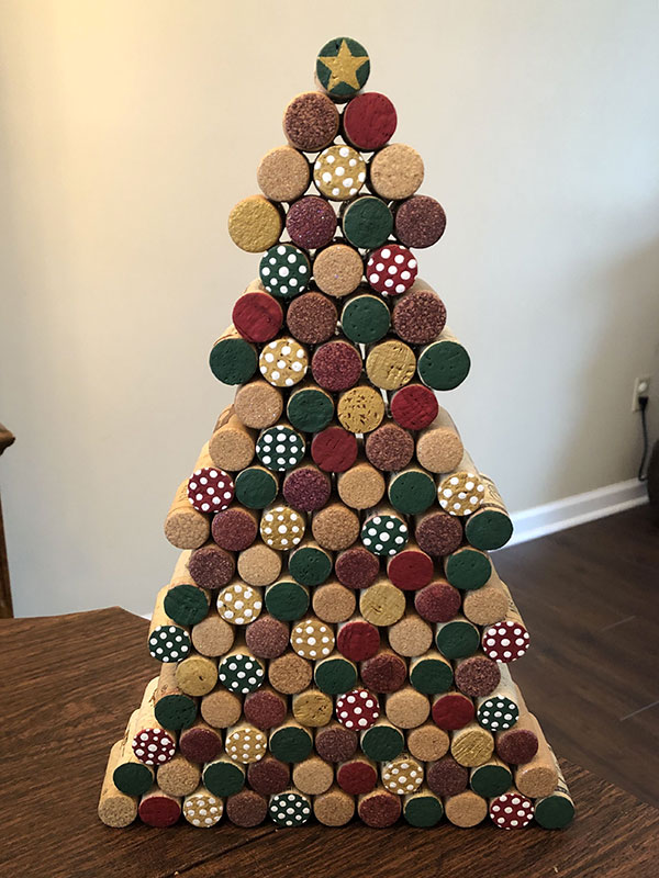 Modello di albero di Natale con tappi di sughero n.21